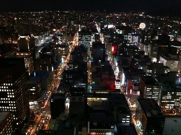 カフェから見た札幌市中心部の夜景
