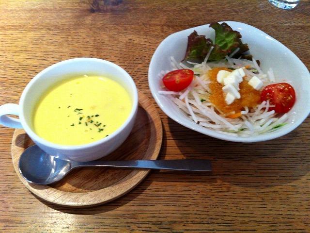 boccaサラダとコーンスープ
