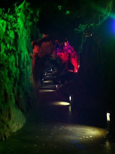 龍泉洞内部