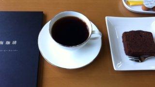 メニュー本とコーヒー、パウンドケーキ