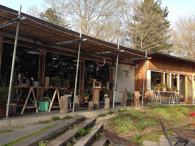 お庭から見たカフェ