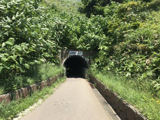 島武意海岸トンネル入り口